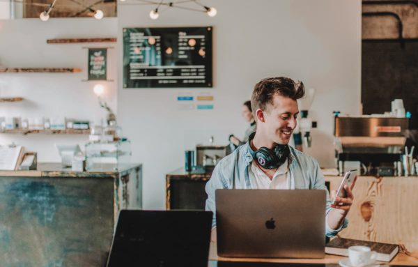 remote work allows you to make money while you travel